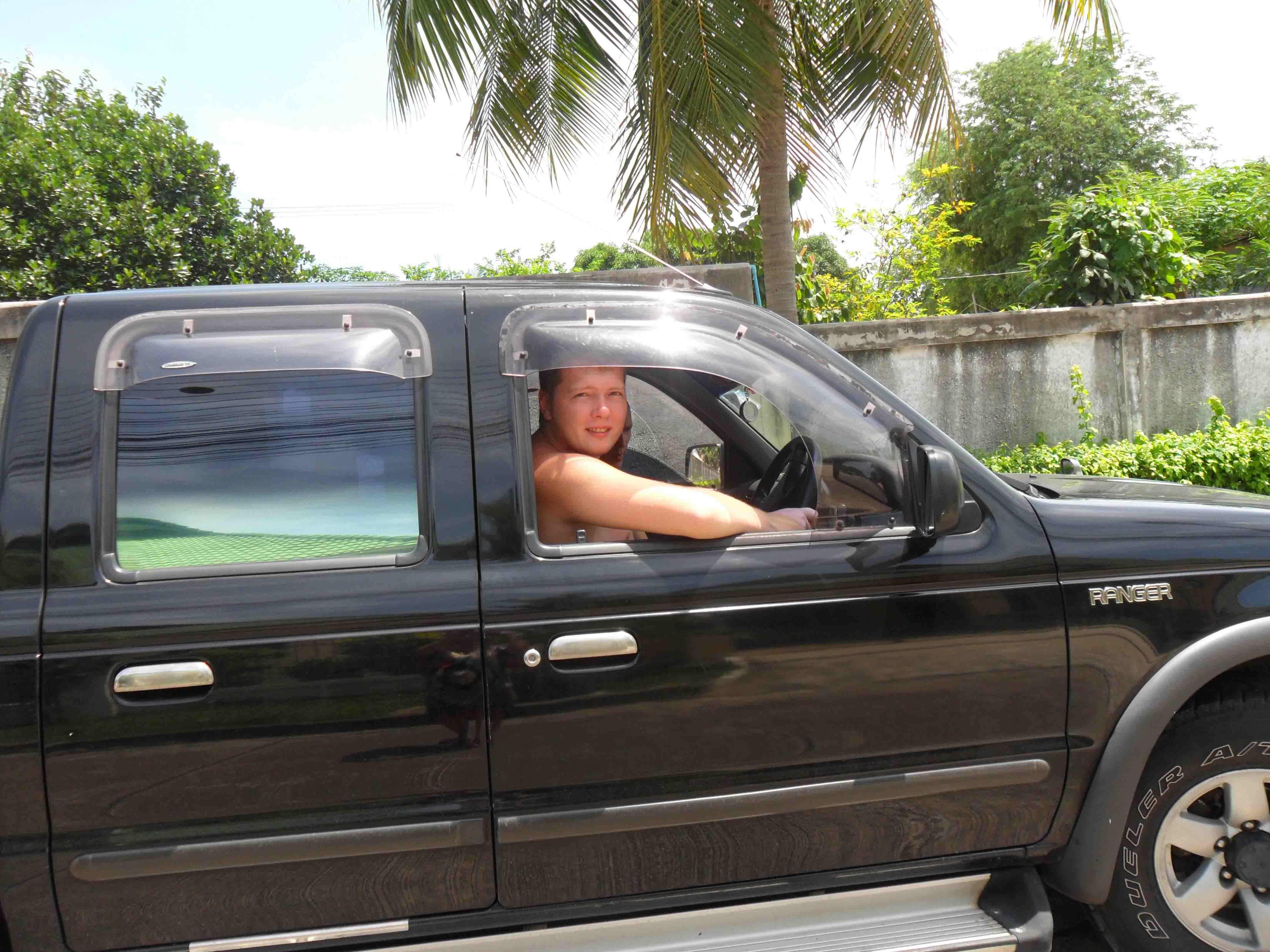 Уломал за деньги в машине 3 фотография