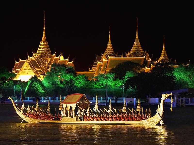 Supannahong_Royal_Barge,_Бангкок