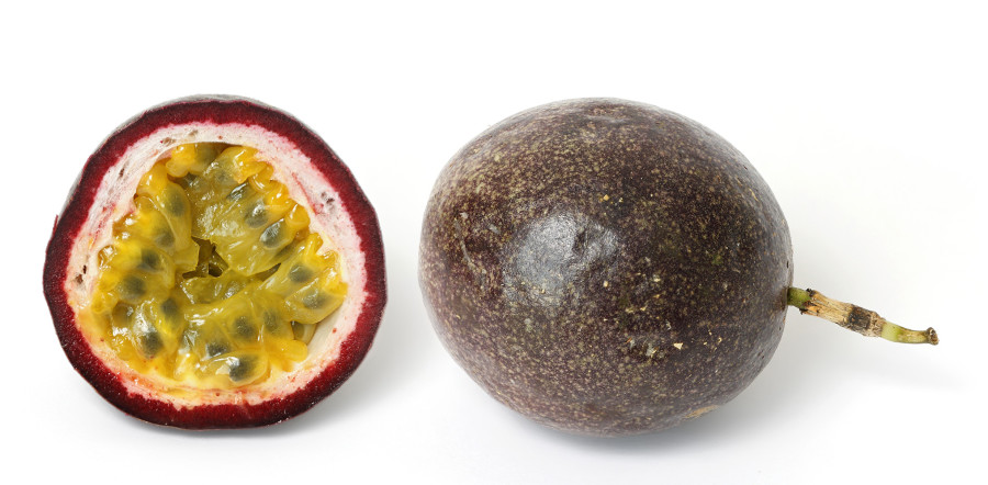 Passionfruit_and_cross_section