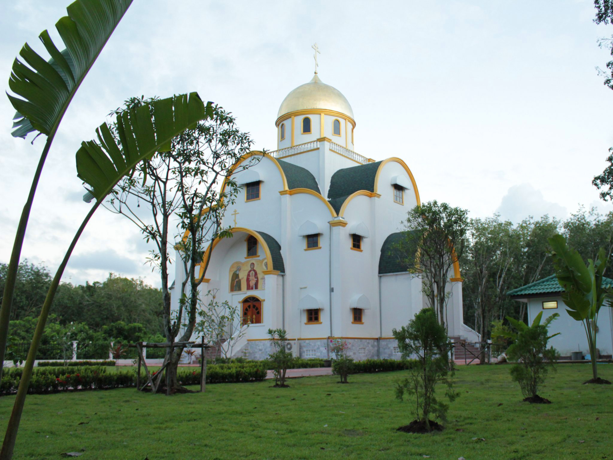 Phuket_church_September_2012_big