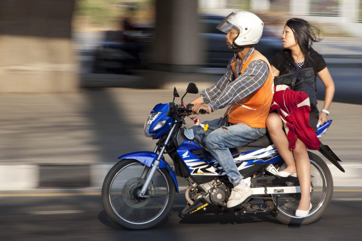 Bangkok Girls on Bikes