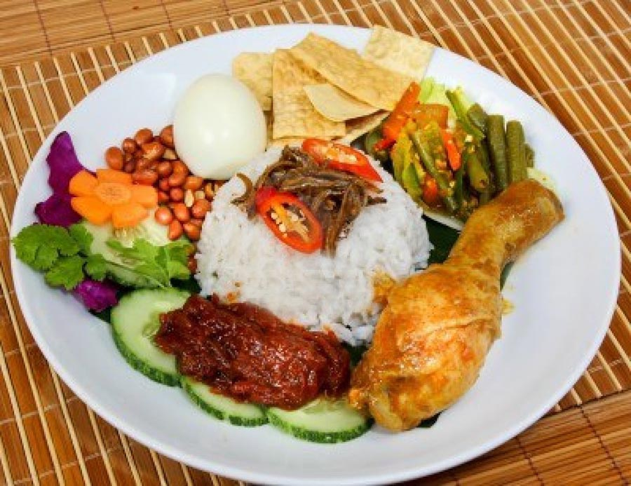 13202678-nasi-lemak-traditional-malaysian-spicy-rice-dish