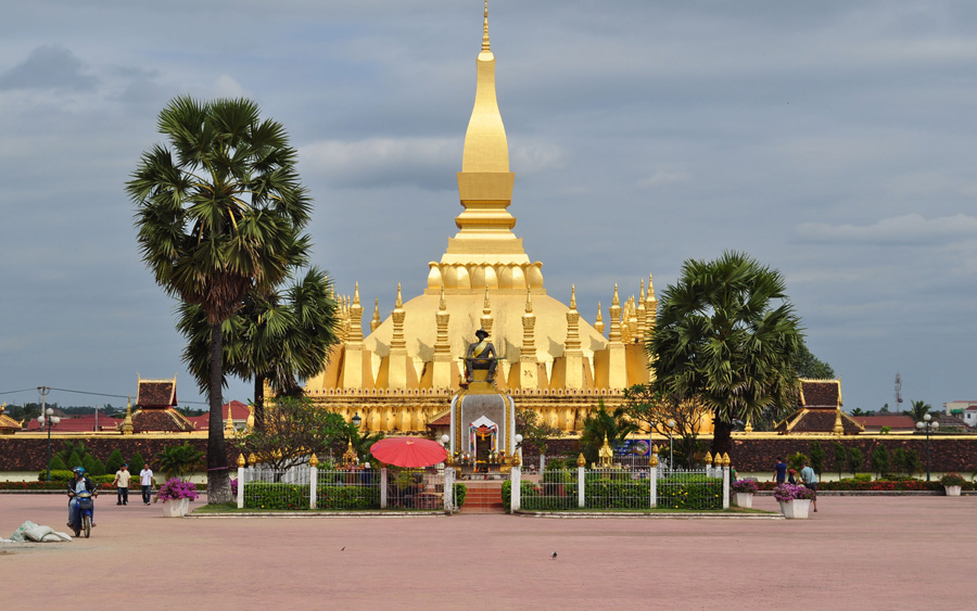 Stupa-dorada-Pha-That-Luang-Vientiane-Laos