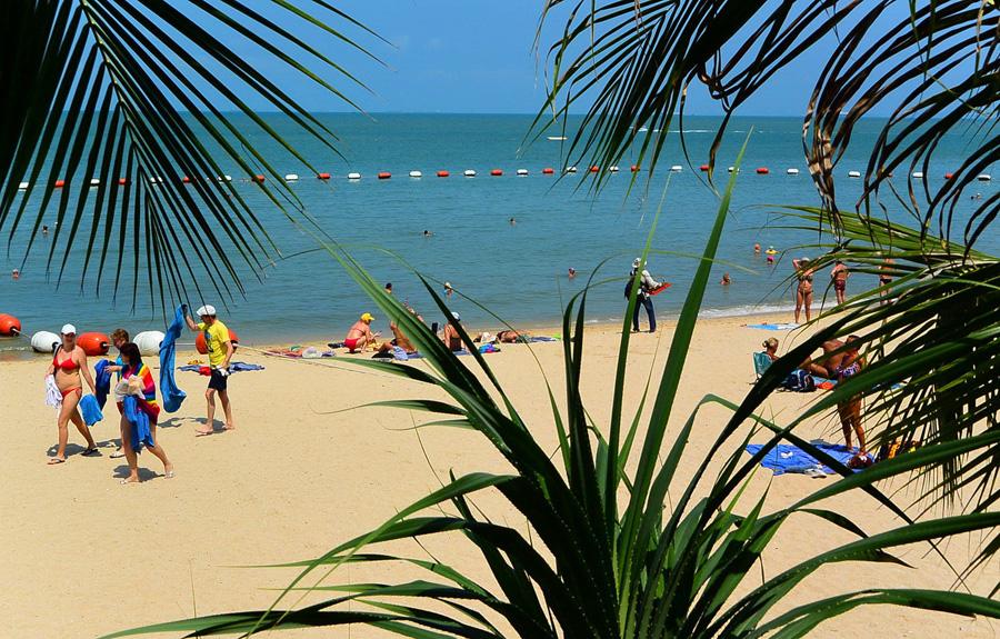 Thailand_Pattaya_Wong_Amat_Beach_beach_palms__tourists_2095_1